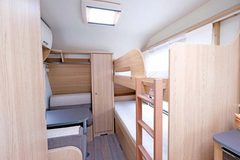 Wohnwagen Mit Etagenbett Vergleich : Drei familiencaravans im vergleich camping cars caravans