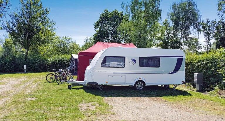 Wohnwagen Mit Etagenbett Längs : Drei familiencaravans im vergleich camping cars & caravans