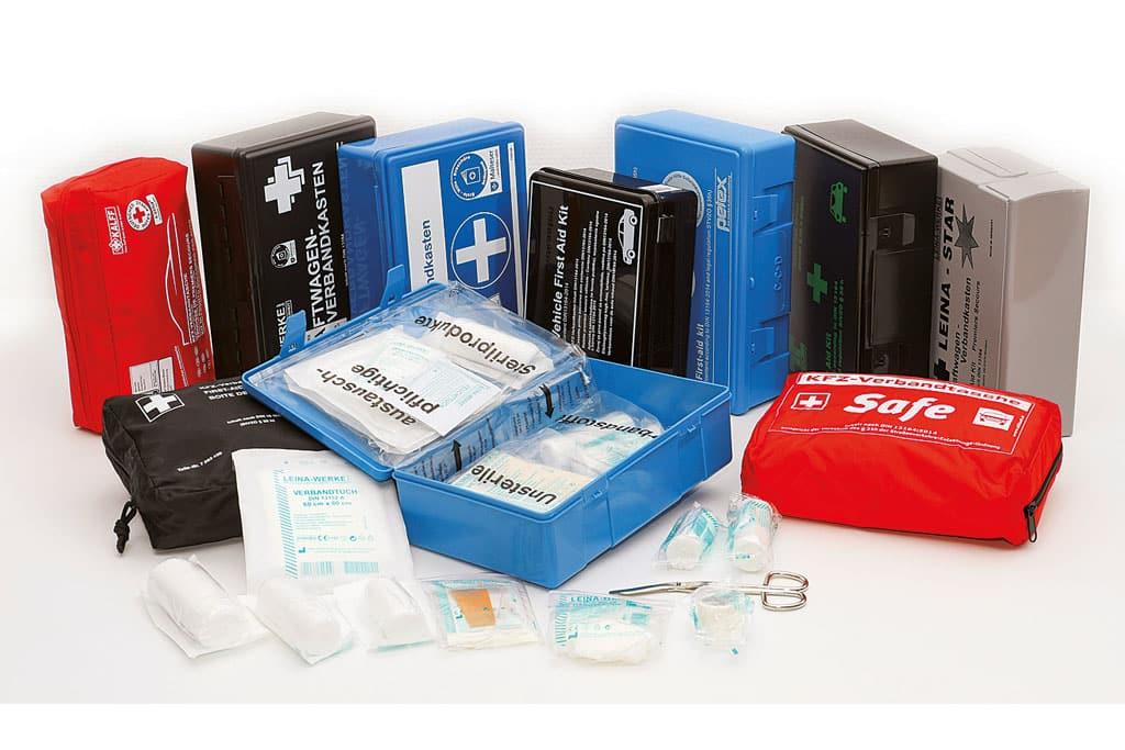 Zehn Erste-Hilfe-Sets im Test von GTÜ und ACE