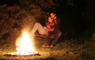 Lagerfeuer bei Nacht