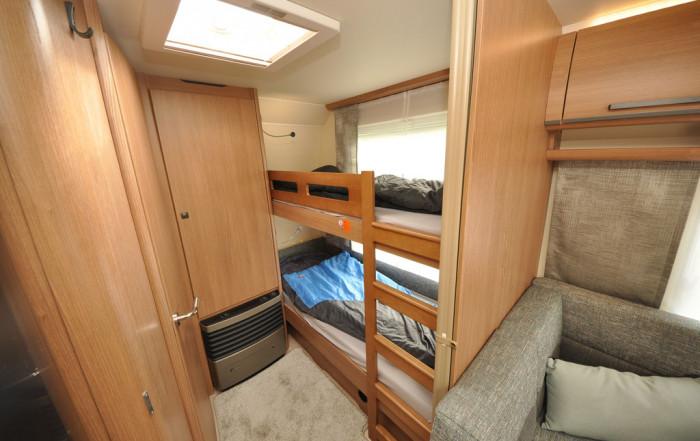 Dreier Etagenbett Wohnwagen : Wohnwagen mit dreier etagenbett angebote bei caraworld