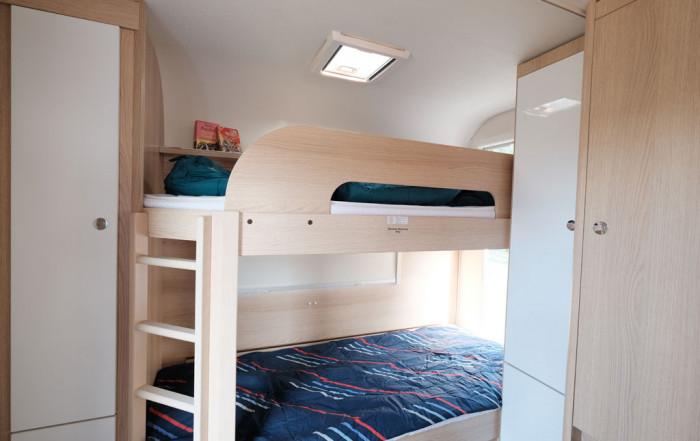 Wohnwagen Mit Dreier Etagenbett : Caravan camping cars & caravans