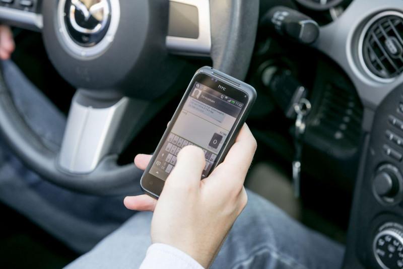 Kein Kavaliersdelikt: Smartphone am Steuer